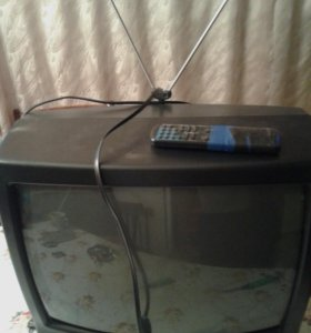Телевизор+видак+антена и много видео касет