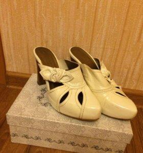 Туфли- сабо, натур.кожа лак, 35- 36 размер