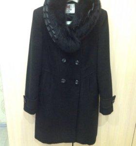 Пальто тёплое (весну и осень)