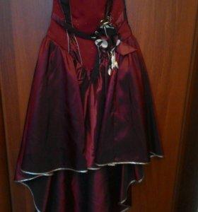 Платье  очень красивое 44-46