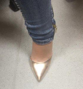 Туфли нарядные золотые