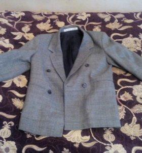 Пиджак для мальчика 32р.