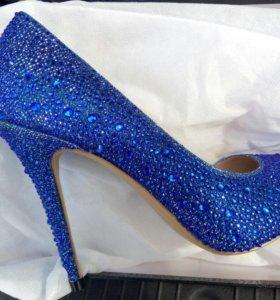 Новые туфли со стразами
