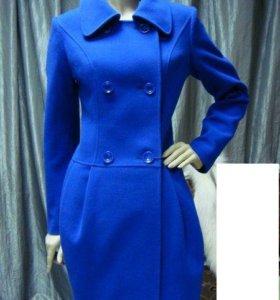 Пальто на осень красивого синего цвета