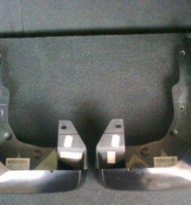Брызговики Honda CR-V     передние оригинал новые