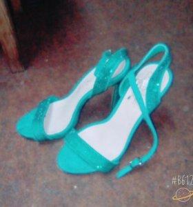 Туфли - летние босоножки .