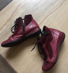 Продам новые ботинки 36 размер кожа