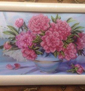 """Картина из чешского бисера """"Розовые пионы в вазе""""."""