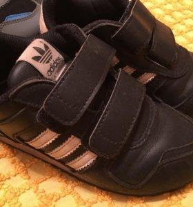 Кроссовки Adidas, кожа, р.26
