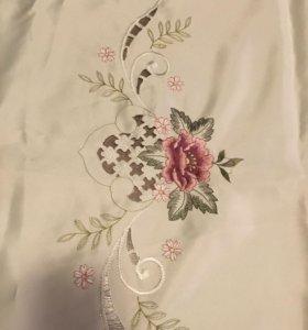 Скатерть праздничная тканевая с вышивкой