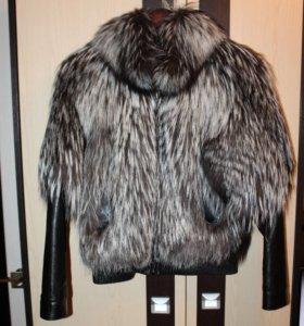 Куртка из чернобурки с кожаными рукавами.