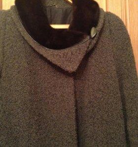 Пальто зимнее из букле.