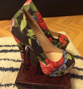 Туфли очень красивые.