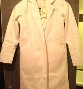 Новое пальто легкое цвета айвори 42/44 р-р