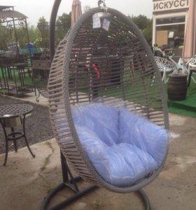 Подвесное кресло серого цвета