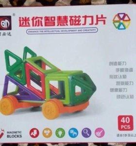 Магнитный конструктор 40 деталей.