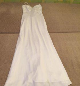 Платье белое атласное
