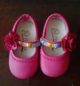 Продам туфельки на маленькую принцессу.размер 15.