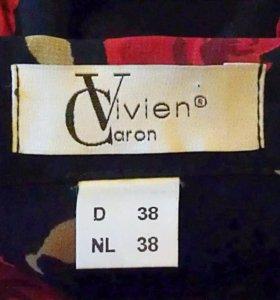 Блузка чёрная с красными розами, Vivien Caron.