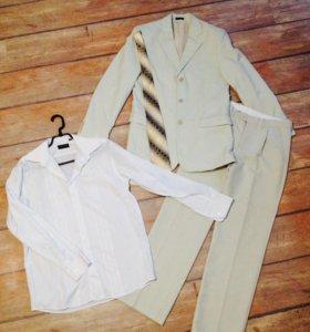 Классический костюм, цвет белый