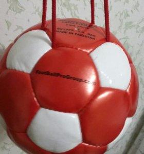 Футбольный мяч на веревке