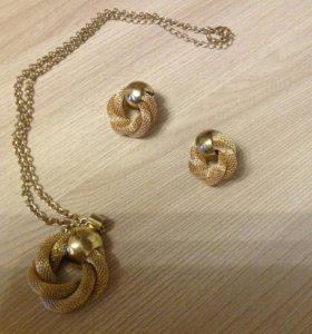 Комплект украшений от Эйвон,серьги,кулон,цепочка
