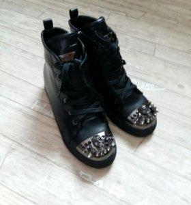 Ботинки женские новые 35р