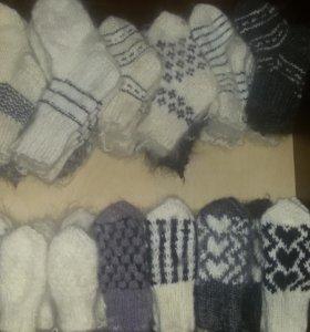 Детские носочки и варежки