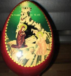 Яйцо пасхальное/рождественское на подставке.