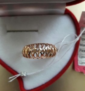 Ажурное золотое кольцо с алмазной гранью.