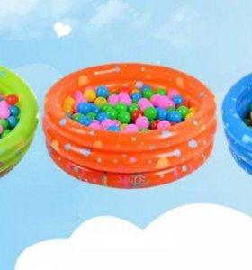 Детский бассейн. Детские игрушки.