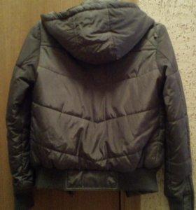 Осенне-весенняя куртка с капюшоном