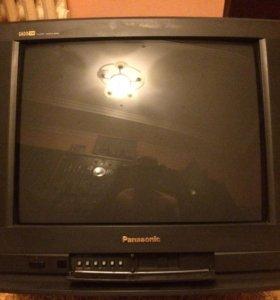 Телевизор в хорошем состоянии есть пульт.