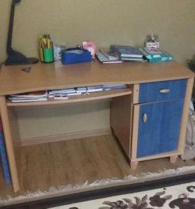 Стол письменный с надстройкой