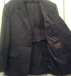 Мужской,новый костюм,р.46-48.