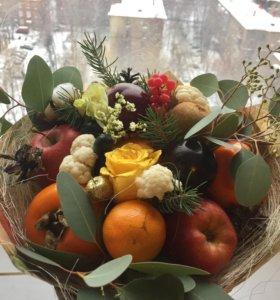 Букеты из овощей и фруктов .