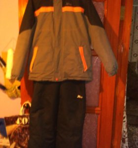 Комплект:куртка и полукомбинезон.