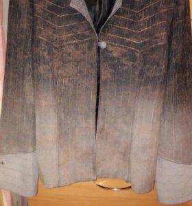 Костюм женский тройка( пиджак, жилет, брюки).