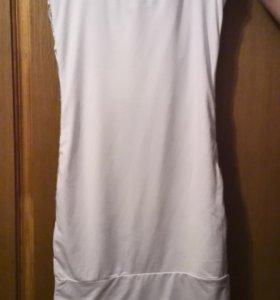 Серое платье с пайетками.