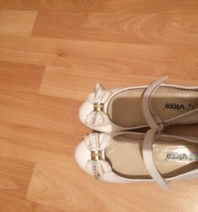 Туфли белые размер 33, б/у в хорошем состоянии.