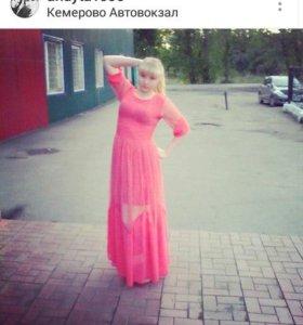 Платье длинное в пол розового цвета.
