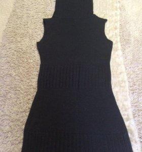 Платье вязаное с воротом как у водолазки.