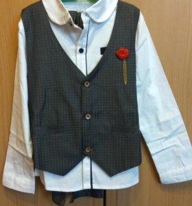 Новый костюм - тройка для мальчика