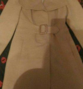 Срочно продаю Пальто женские 450 руб