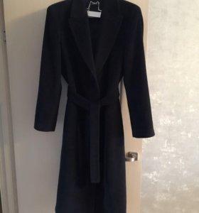 Пальто почти новое . Essentiel
