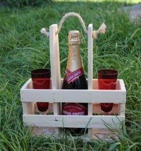 Деревянный ящичек для вина и бокалов