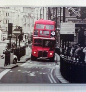 Картина красный автобус.