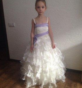 Новое нарядное детское платье