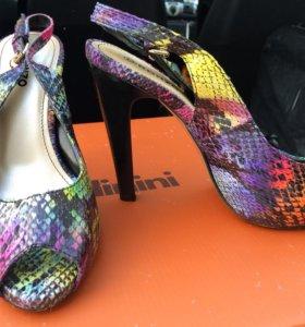 Туфли новые под кожу рептилии