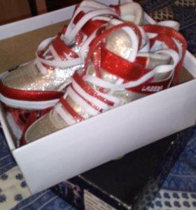 Новая обувь.кроссовки